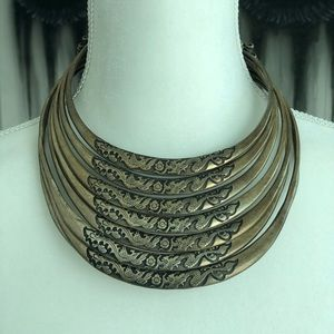 Jewelry - Short Metal Necklace.